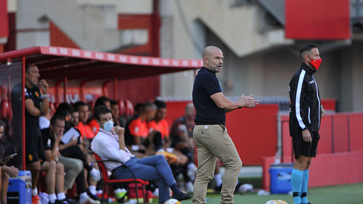 В Ла Лиге первая серьезная стычка: игрок «Мальорки» наехал на тренера «Леванте». Все из-за судейства