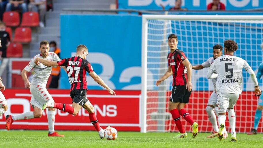 За «Байер» разрывает 18-летний Виртц. Раньше всех забил 10 голов в Бундеслиге, дебютировал за первую команду в 17 лет и пропускал матчи ЛЕ из-за контрольной в школе