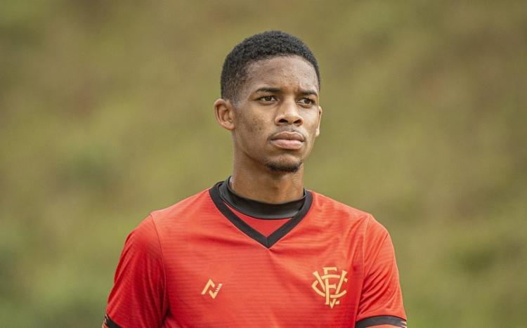 Комедийный трансфер из Бразилии: «Витория» отпустила игрока раньше времени, а «Атлетико» передумал покупать и подписал парня бесплатно