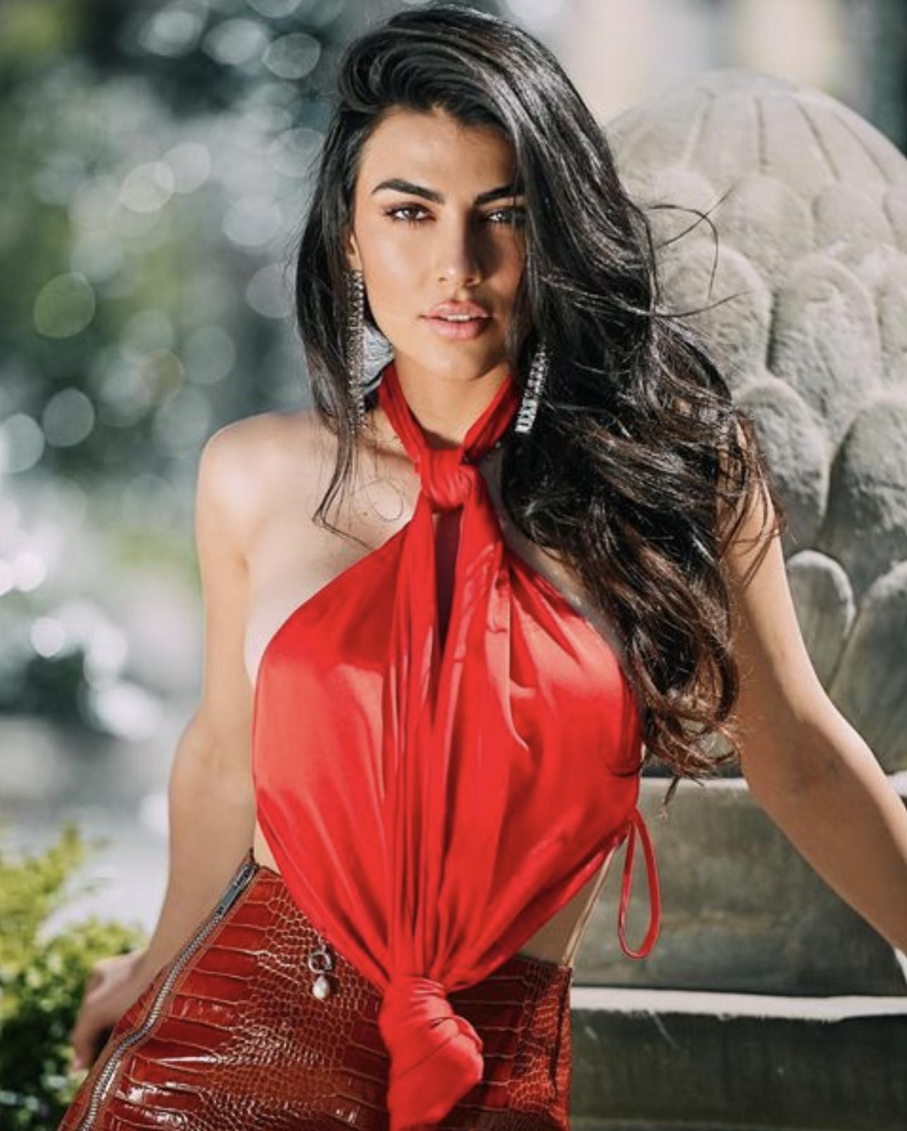 Джулия Салеми — итальянская модель и болельщица «Милана»